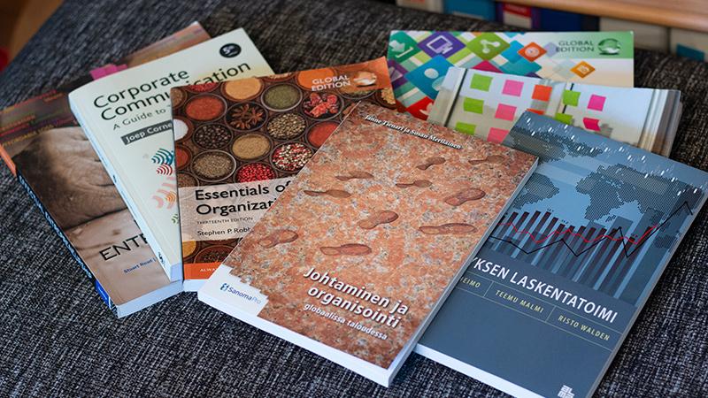 Liiketalouden perusopintojen kurssikirjat